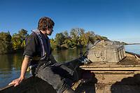 France, Indre-et-Loire (37), env Amboise,Charg&eacute;,  Vall&eacute;e de la Loire class&eacute;e Patrimoine Mondial de l'UNESCO, &agrave; la p&ecirc;che sur la vall&eacute;e de la Loire avec les  p&ecirc;cheurs professionnels, Philippe Boisneau, et Nicolas Bonnet   // France, Indre et Loire, near Amboise, Charge,  Loire Valley listed as World Heritage by UNESCO, fishing on Loire Valley  with professional fishermen, Philippe Boisnea and Nicolas Bonnet  <br /> AUTO N 2013-153 et AUTO  N 2013-154