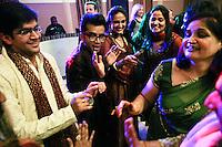 Delhi, India, 20 gennaio 2011. Matrimonio di Sumedha e Sapan. Durante le danze di festeggiamento del matrimonio il giorno precedente la funzione.