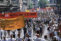 21 LUG 2001 Genova: vertice G8, controvertice Genoa Social Forum, manifestazione il giorno dopo l'uccisione di Carlo Giuliani..JUL 21 2001 Genoa: G8 Summit, anti summit Genoa Social Forum, demonstration the day after the killing of CARLO GIULIANI.
