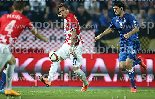 13.10.2014, Stadion Gradski vrt, Osijek, CRO, UEFA Euro Qualifikation, Kroatien vs Aserbaidschan, Gruppe H, im Bild Mario Mandzukic, Rasim Ramaldanov // during the UEFA EURO 2016 Qualifier group H match between Croatia and Azerbaijan at the Stadion Gradski vrt in Osijek, Croatia on 2014/10/13. EXPA Pictures &copy; 2014, PhotoCredit: EXPA/ Pixsell/ Igor Kralj<br /> <br /> *****ATTENTION - for AUT, SLO, SUI, SWE, ITA, FRA only*****