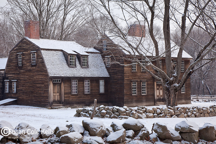 Fresh snow on Hartwell Tavern, on the Battle Road in the Minuteman National Historical Park, Concord, MA, USA