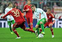 FUSSBALL   1. BUNDESLIGA  SAISON 2011/2012   15. Spieltag FC Bayern Muenchen - SV Werder Bremen        03.12.2011 Toni Kroos (li, FC Bayern Muenchen) gegen Aaron Hunt (Mitte, SV Werder Bremen)   gegen Philipp Lahm (FC Bayern Muenchen)