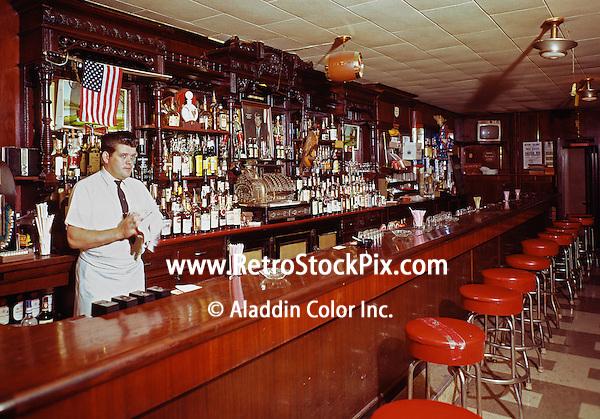 Osheas Irish Center, Bartender behind the bar