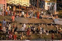 India, Uttar Pradesh, Varanasi, Ganges River, ghats &amp; early morning bathers.<br />