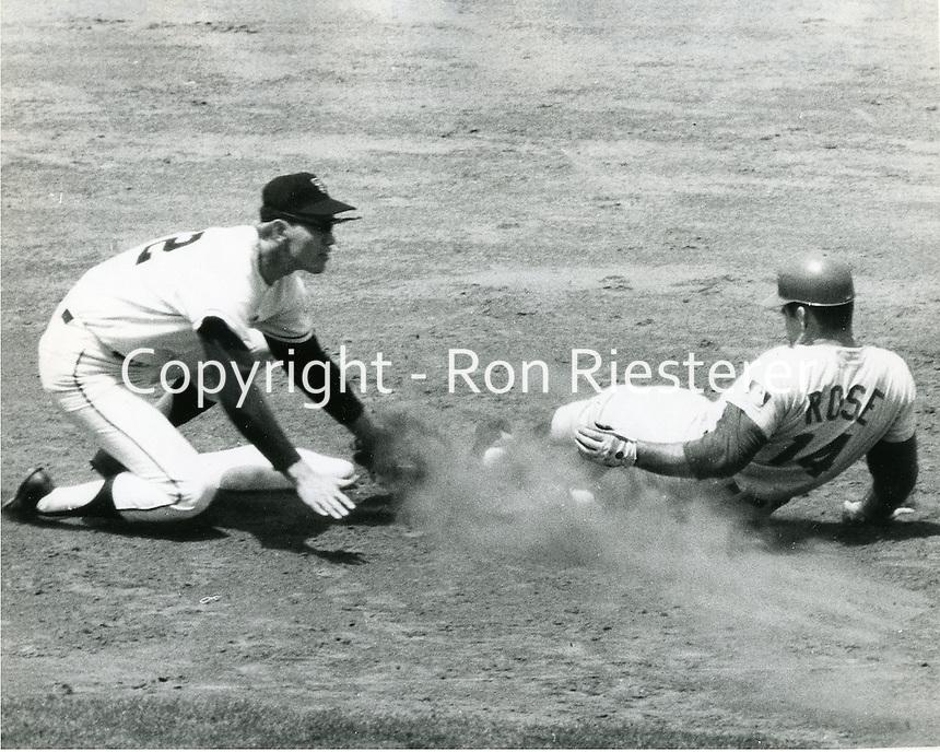 Cincinnati Reds Pete Rose steals 2nd base, San Francisco Giants shortstop Hal Lanier attempts tag.<br />(photo Ron Riesterer/photoshelter)