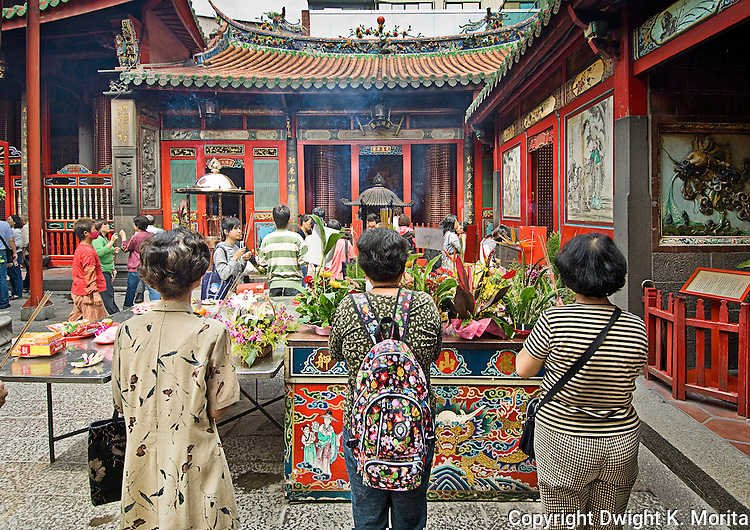 Worshippers converge on one of many smaller courtyards in Longshan Temple