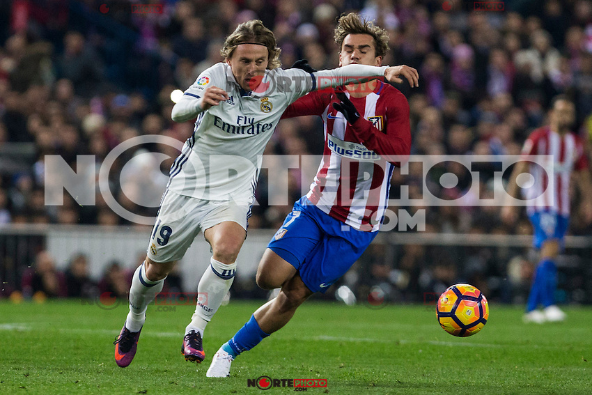 Real Madrid's Luka Modric Atletico de Madrid's Antoine Griezmann during the match of La Liga between Atletico de Madrid and Real Madrid at Vicente Calderon Stadium  in Madrid , Spain. November 19, 2016. (ALTERPHOTOS/Rodrigo Jimenez) /NORTEPHOTO.COM