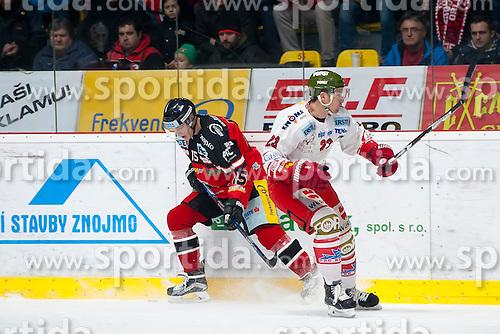 28.12.2015, Ice Rink, Znojmo, CZE, EBEL, HC Orli Znojmo vs HCB Suedtirol, 36. Runde, im Bild v.l. Antonin Boruta (HC Orli Znojmo) Markus Gander (HCB Sudtirol) // during the Erste Bank Icehockey League 36nd round match between HC Orli Znojmo and HCB Suedtirol at the Ice Rink in Znojmo, Czech Republic on 2015/12/28. EXPA Pictures © 2015, PhotoCredit: EXPA/ Rostislav Pfeffer