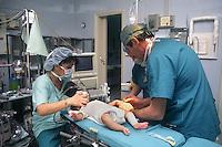 Ospedale San Camillo, Roma. Reparto di Chirurgia pediatrica..San Camillo Hospital, Rome. Department of Pediatric Surgery..Camera operatoria. Operating room.....
