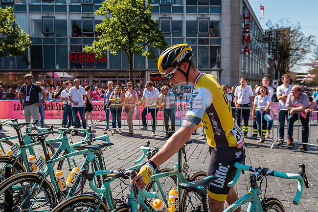 HOFLAND Moreno from the Netherlands of Team Lotto NL - Jumbo (NED) signing in before the start at Nijmegen, stage 3 from Nijmegen to Arnhem running 190 km of the 99th Giro d'Italia (UCI WorldTour), The Netherlands, 8 May 2016. Photo by Pim Nijland / PelotonPhotos.com | All photos usage must carry mandatory copyright credit (Peloton Photos | Pim Nijland)