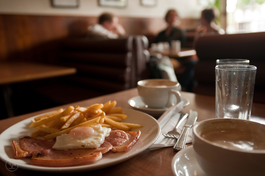 Ham and egg breakfast in an Oxford Cafe.