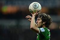 FUSSBALL   1. BUNDESLIGA   SAISON 2013/2014   11. SPIELTAG SV Werder Bremen - Hannover 96                         03.11.2013 Santiago Garcia (SV Werder Bremen) beim Einwurf