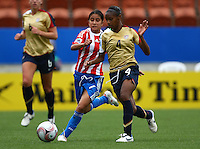 Rebeca Fernandez (PAR) and Crystal Dunn (USA) compete for the ball..FIFA U17 Women's World Cup, Paraguay v USA, Waikato Stadium, Hamilton, New Zealand, Sunday 2 November 2008. Photo: Renee McKay/PHOTOSPORT