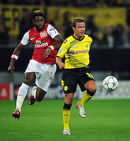 FUSSBALL   CHAMPIONS LEAGUE   SAISON 2011/2012  Borussia Dortmund - Arsenal London        13.09.2001 Mario GOETZE (re, Dortmund) enteilt Alex SONG (li, Arsenal)