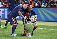 FUSSBALL  CHAMPIONS LEAGUE  FINALE  SAISON 2014/2015   Juventus Turin - FC Barcelona                 06.06.2015 Der FC Barcelona gewinnt die Champions League 2015: Lionel Messi und Xavi Hernandez (re) jubeln mit dem Pokal