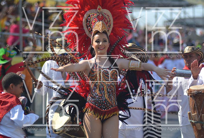 BARRANQUILLA-COLOMBIA- 26-02-2017: Gran Parada, Desfile Tradición del carnaval 2017. Carnaval de Barranquilla 2017 invita a todos los colombianos a contagiarse del Jolgorio general de una de las festividades más importantes del país y que se lleva a cabo del 9 hasta el 28 de febrero de 2016. / Gran Parada, Tradicion parade of the Carnaval 2017. Carnaval de Barranquilla 2017 invites all Colombians to catch the general reverly that make it one of the most important festivals of the country and take place until February 28, 2017.  Photo: VizzorImage / Alfonso Cervantes / Cont