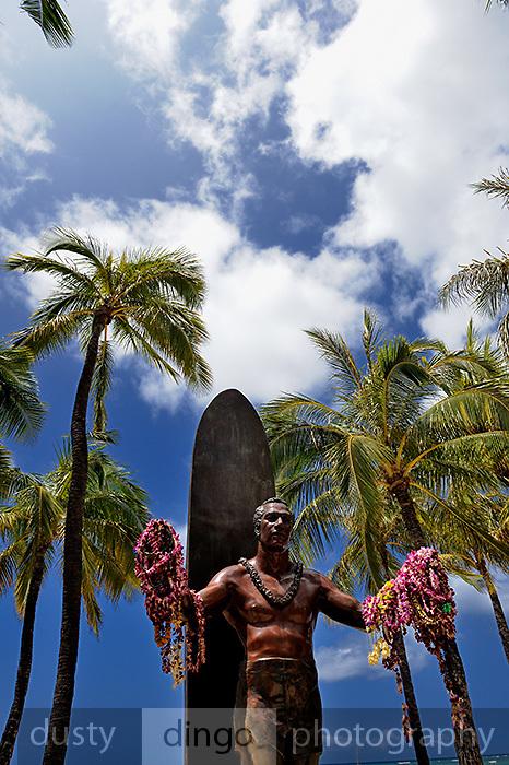 Statue of Duke Kahanamoku on Waikiki Beach, Hawai'i <br /> RIGHTS MANAGED LICENSE AVAILABLE FROM www.PhotoLibrary.com