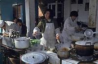 Asie/Chine/Jiangsu/Nankin/Quartier du temple de Confucius&nbsp;: Le march&eacute; - Restaurant de rue<br /> PHOTO D'ARCHIVES // ARCHIVAL IMAGES<br /> CHINE 1990