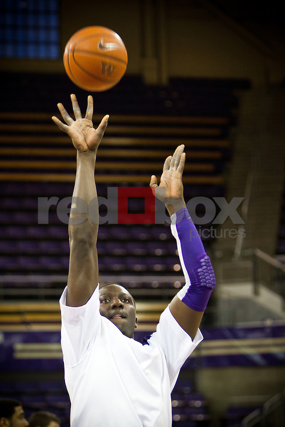 Washington Huskies men's basketball against the California Golden Bears at Alaska Airlines Arena at Hec Edmundson Pavilion in Seattle on Thursday, January 19, 2012. (Photo by Dan DeLong/Red Box Pictures)
