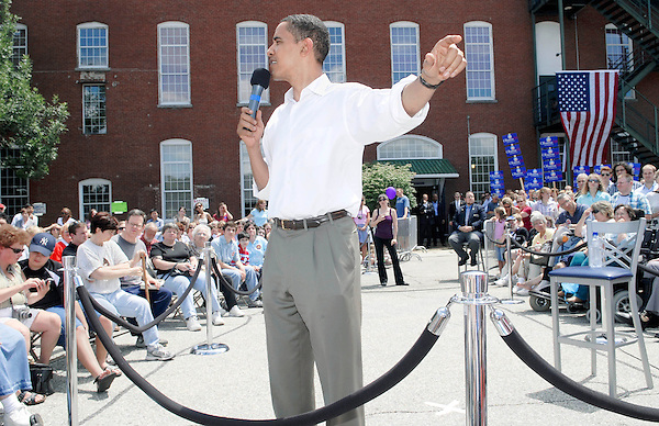 Manchester, New Hampshire: July 20, 2007.Presidential candidate Barack Obama, a Democrat, leads an outdoor, town hall meeting. Obama, during this phase of the presidential campaign, was vying for the nomination of his party. ©Christopher Fitzgerald / CandidatePhotos.com