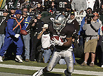 Oakland Raiders running back Charlie Garner (25) makes touchdown on Sunday, December 22, 2002, in Oakland, California. The Raiders defeated the Broncos 28-16.