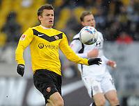 Fussball, 2. Bundesliga, Saison 2011/12, SG Dynamo Dresden - FSV Frankfurt, Sonntag (05.12.11), gluecksgas Stadion, Dresden. Dresdens Zlatko Dedic am Ball.