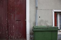 Villaggio di Vaud'herland vicino a Roissy (Parigi), al primo turno delle elezioni presidenziali francesi del 22 aprile il Front National di Marine LePen ha ricevuto il 52% dei voti. Vaud'herland near the village of Roissy (Paris), where at the first round of the French presidential elections of the 22th April 2012, the National Front of Marine LEPEN received 52% of the votes.