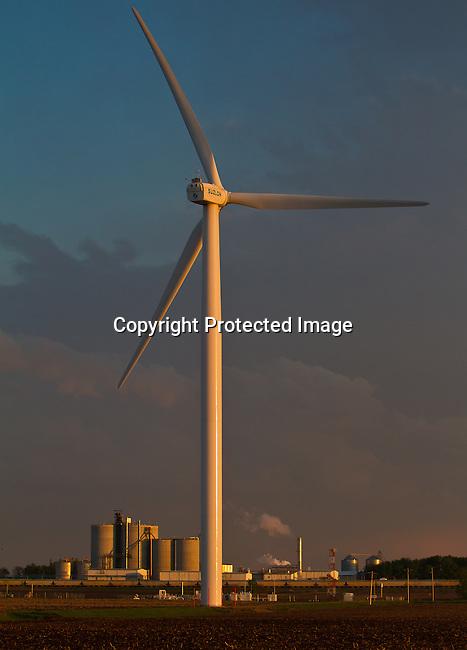 Wind turbines on the farmland and plains of Minnesota. SUZLON<br /> Jimurquhart/straylighteffect.com