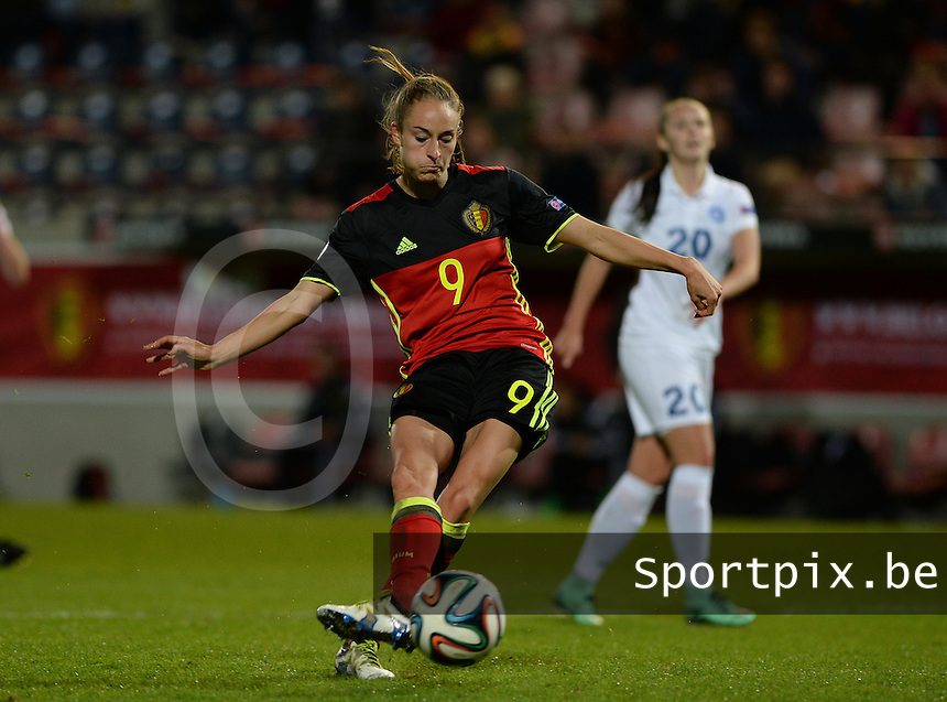 20160412 - LEUVEN ,  BELGIUM : Belgian Tessa Wullaert pictured scoring the 5-0 for Belgium during the female soccer game between the Belgian Red Flames and Estonia , the fifth game in the qualification for the European Championship in The Netherlands 2017  , Tuesday 12 th April 2016 at Stadion Den Dreef  in Leuven , Belgium. PHOTO SPORTPIX.BE / DAVID CATRY