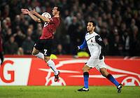 FUSSBALL   EUROPA LEAGUE   SAISON 2011/2012  SECHZEHNTELFINALE Hannover 96 - FC Bruegge                                    16.02.2012 Sergio Pinto (Hannover 96) gegen Victor Vazquez (re, Bruegge)
