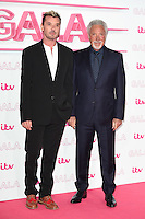LONDON, UK. November 24, 2016: Gavin Rossdale &amp; Sir Tom Jones at the 2016 ITV Gala at the London Palladium Theatre, London.<br /> Picture: Steve Vas/Featureflash/SilverHub 0208 004 5359/ 07711 972644 Editors@silverhubmedia.com