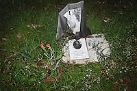 Tomba di Bose Uwadia nel cimitero di Palermo, vittima della tratta uccisa da un cliente.<br /> Bose Uwadia's tomb in Palermo cemetery, Bose was a victim of human trafficking murdered by a client.