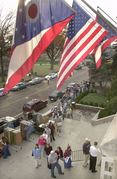 14481Students lined up outside Baker center to Vote for Election 2000  (11/7/00)