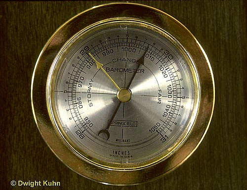 WG04-001c  Weather instrument - Aneroid barometer - measuring air pressure