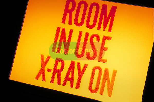 warning sign: room in use x-ray on