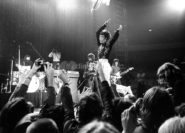 """The British rock band """"The Rolling Stones"""" during a concert in front of enthusiastic fans at the Deutschlandhalle in Berlin, West Germany on 16.09.1970. In the middle lead singer Mick Jagger. 