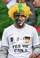 FUSSBALL WM 2014                ACHTELFINALE Deutschland - Algerien               30.06.2014 Ein Fan aus Algerien glaubt an ein erfolgreiches Spiel