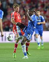 FUSSBALL  SUPERCUP  FINALE  2013  in Prag    FC Bayern Muenchen - FC Chelsea London          30.08.2013 Thomas Mueller (li, FC Bayern Muenchen) gegen Ramires (re, FC Chelsea)