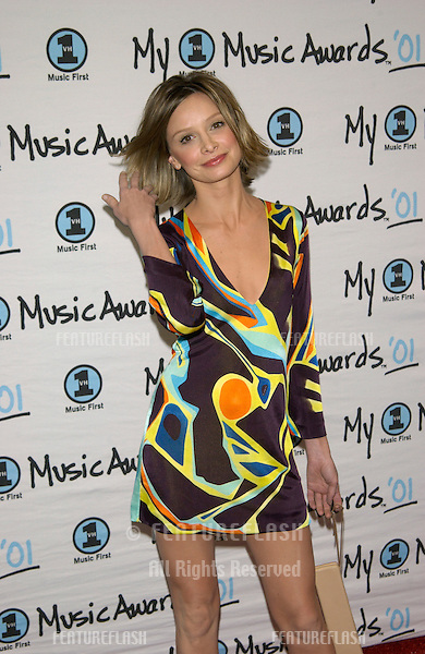 Actress CALISTA FLOCKHART at the My VH1 Music Awards in Los Angeles..02DEC2001.  © Paul Smith/Featureflash