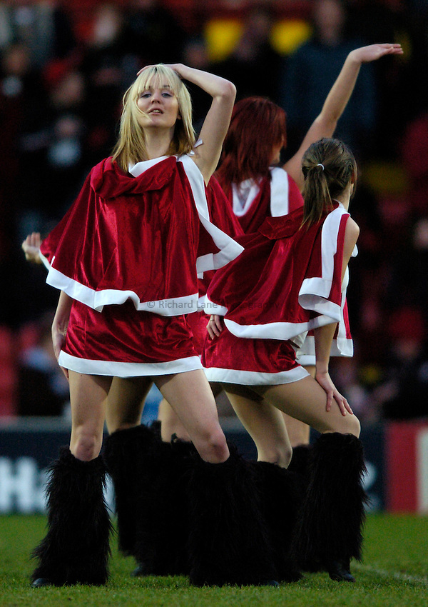 Photo: Richard Lane..Saracens v NEC Harlequins. Zurich Premiership. 26/12/2004..Saracens Starlights cheerleaders.