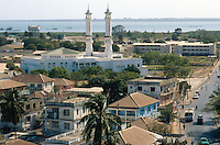 Gambia. Banjul. Banjul is the capital of the republic of  Gambia. Mosk in the town center. The atlantic ocean can be seen at the horizon. © 2000 Didier Ruef