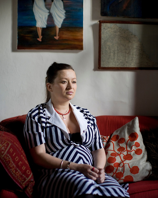Eliza Carthy at home in Sherwood Forest.  Twice-nominated for the prestigious Nationwide Mercury Prize, Eliza is also the winner of more than five BBC Radio 2 Folk Awards. In 2003 she became the first traditional English musician to be nominated a BBC Radio 3 Award for World Music. Yorkshire-born, Carthy grew up immersed in the world of traditional English music and divides her time between touring and recording with her legendary parents, Martin Carthy and Norma Waterson.