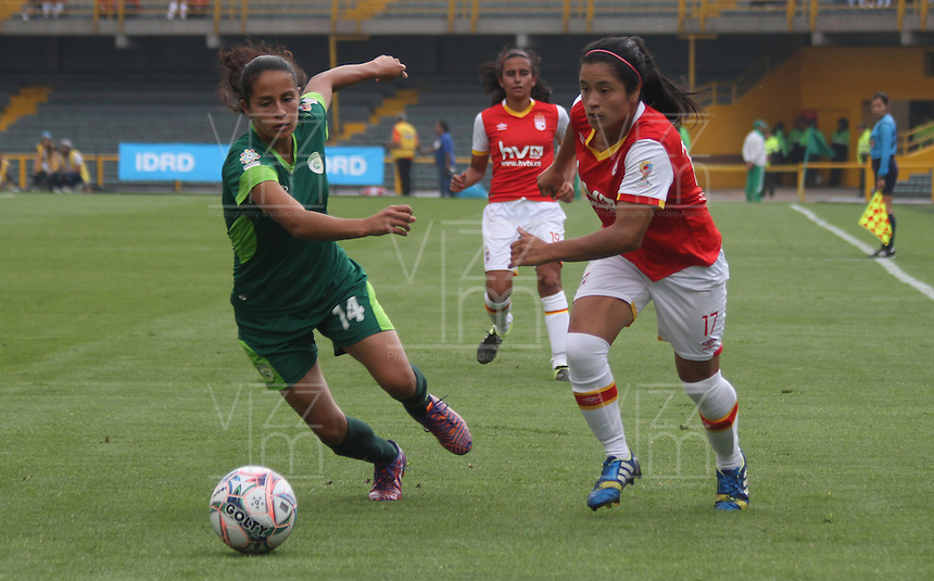 BOGOTA -COLOMBIA, 19-02-2017. Lisseth Moreno Quintero (R)  player of Independiente Santa Fe fights the ball agaisnt Magaly Pereira (L) Action game between  La Equidad and Independiente Santa Fe  during match for the date 1 of the Women´s  Aguila League I 2017 played at Nemesio Camacho El Campin stadium . Photo:VizzorImage / Felipe Caicedo  / Staff