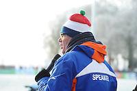 SCHAATSEN: NOORDLAREN: 18-01-2017, IJsvereniging De Hondsrug, de eerste marathon op natuurijs van 2017, Jannes Mulder (speaker), ©foto Martin de Jong
