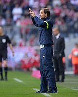 Fussball  1. Bundesliga  Saison 2013/2014  9. Spieltag FC Bayern Muenchen - 1. FSV Mainz     19.10.2013 Zeichensprache; Trainer Thomas Tuchel (1. FSV Mainz 05) gibt Anweisungen