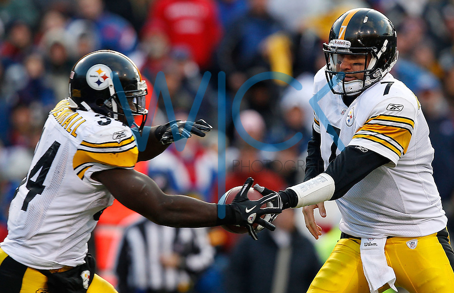 ORCHARD PARK, NY - NOVEMBER 28:  Ben Roethlisberger #7 of the Pittsburgh Steelers hands the ball off to Rashard Mendenhall #34 during the game against  the Buffalo Bills on November 28, 2010 at Ralph Wilson Stadium in Orchard Park, New York.  (Photo by Jared Wickerham/Getty Images)