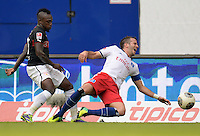 FUSSBALL   1. BUNDESLIGA   SAISON 2013/2014   9. SPIELTAG Hamburger SV - VfB Stuttgart                               20.10.2013 Arthur Boka (li, VfB Stuttgart) gegen Rafael van der Vaart (re, Hamburger SV)