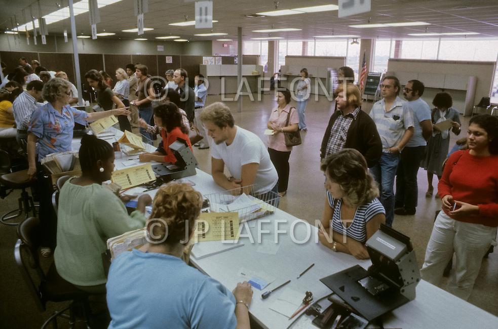 Unemployment usa 10 laf177959 jpg jean pierre laffont - Michigan unemployment office ...
