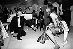 Twisting the night away. Berkley Square Ball, London 1981. A  SMARTLY DRESSED YOUNG  COUPLE  HAVING GREAT FUN DOING THE FUNKY CHICKEN dance. DURING THE 1980'S THE ANNUAL BERKLEY SQ CHARITY BALL  WAS  ONE OF THE MANY HIGHLIGHTS OF THE ENGLISH SOCIAL SUMMER SEASON. THE GARDEN SQUARE IN CENTRAL LONDON WAS TRANSFORMED  FOR THE ONE NIGHT OF REVELRY AND SERIOUS PARTYING.  THE ANNUALLY HELD FUNCTION WAS EVENTUALLY DROPPED FROM THE SOCIAL CALENDAR IN THE LATE EIGHTIES.