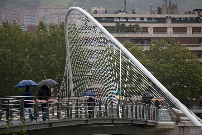Campo Volantin footbridge Bilbao. Architect Santiago Calatrava. Photo by Robin Hill (c)
